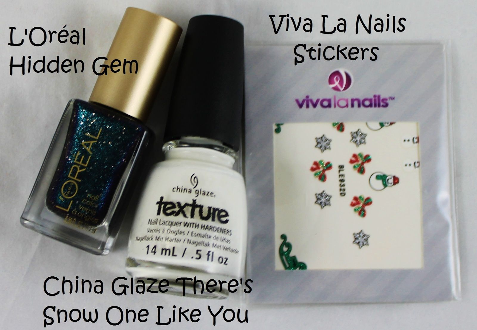 Peel-Off Base / Revlon Quick dry base coat / L'Oréal Hidden Gem / Viva La Nails Stickers / Poshe Top Coat / China Glaze There's Snow One Like You (French)