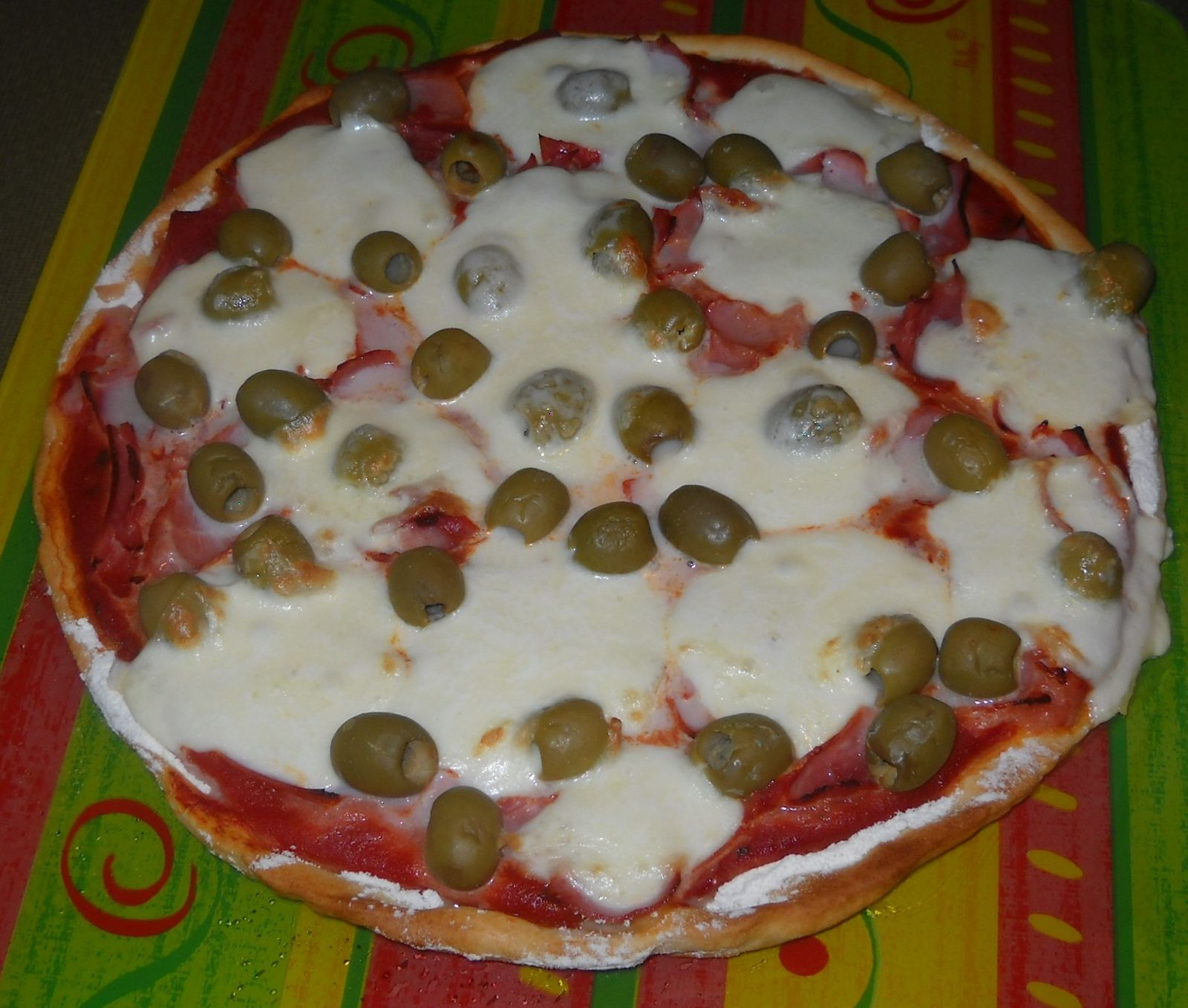 Pizza jambon - fromage - olive