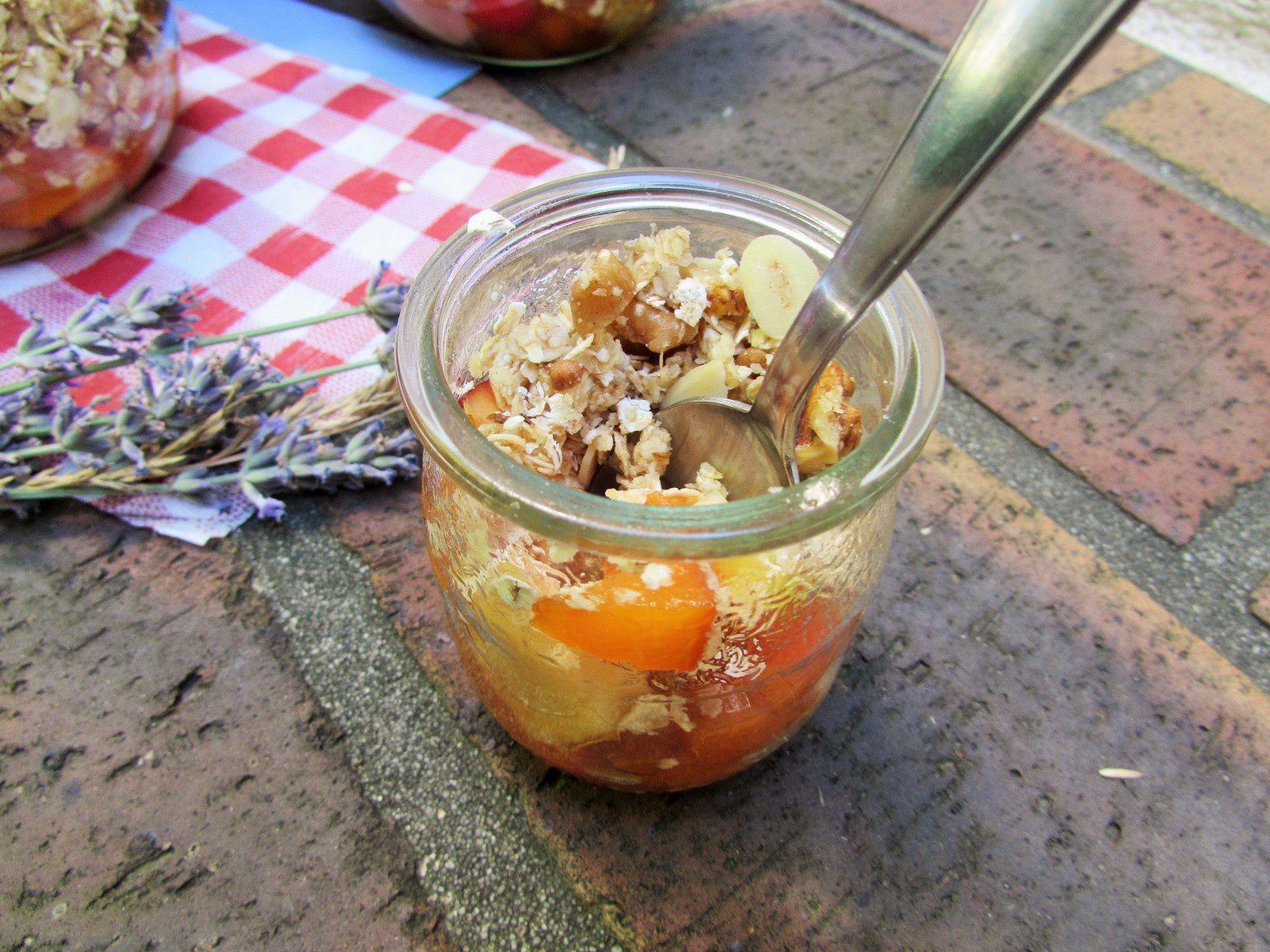 Crumble cru pomme pèche &amp&#x3B; abricot