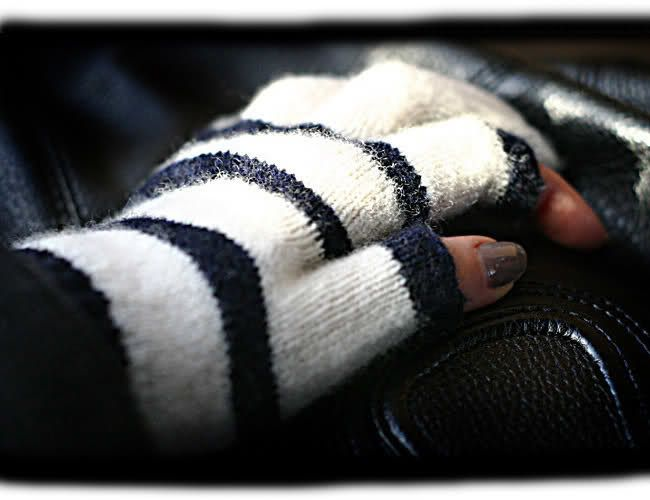 fingerless gloves, etre touchy