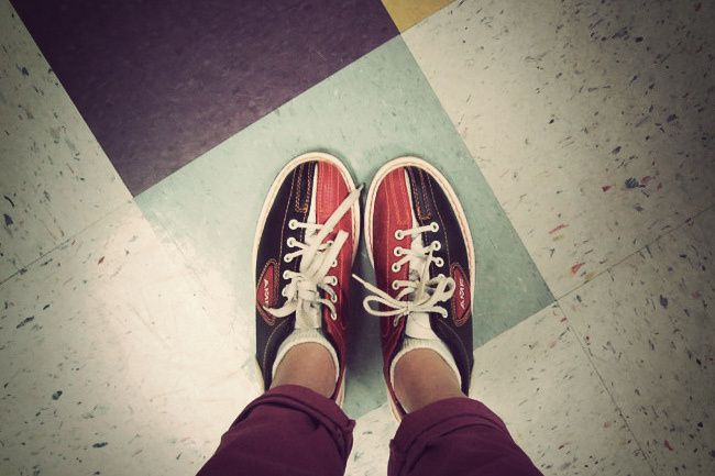Pink Skinny Jeans, Bowling in Pink Fashion, Converse, American Apparel raglan, Mary-Kate Olsen