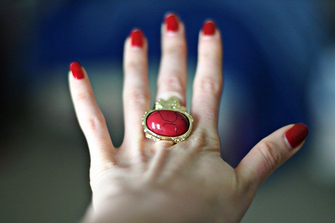 YSL Arty Oval Red Ring Style, Fashion