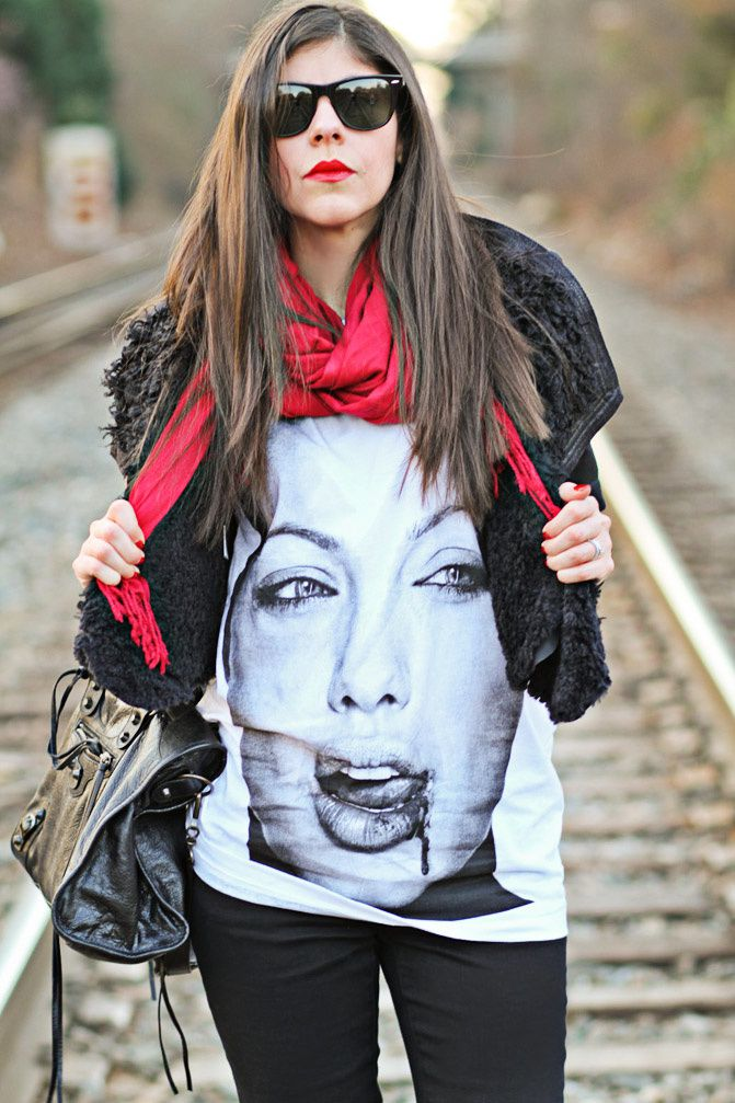 Angelina Jolie T Shirt, Fashion, Balenciaga City, Ray-Ban Wayfarer