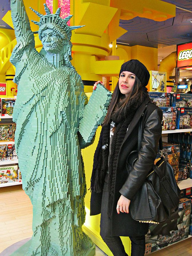 FAO Schwartz New York, Statue of Liberty, Johnny Depp, Fashion, Converse