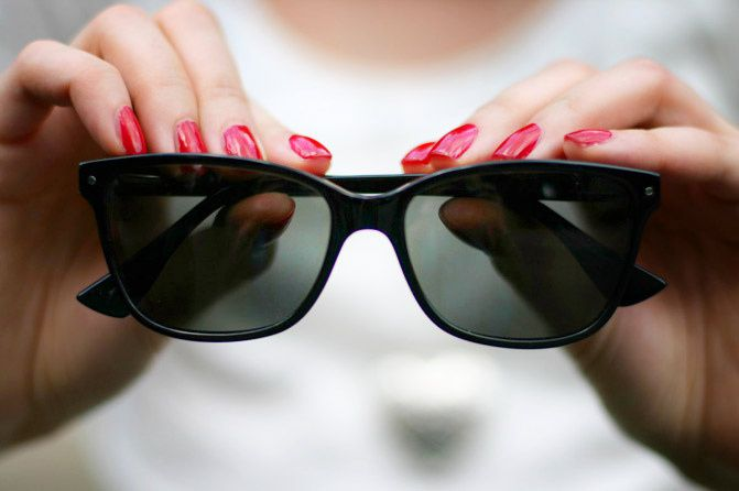 Bonlook sunglasses, Fashion, Giveaway, Essie red nail polish