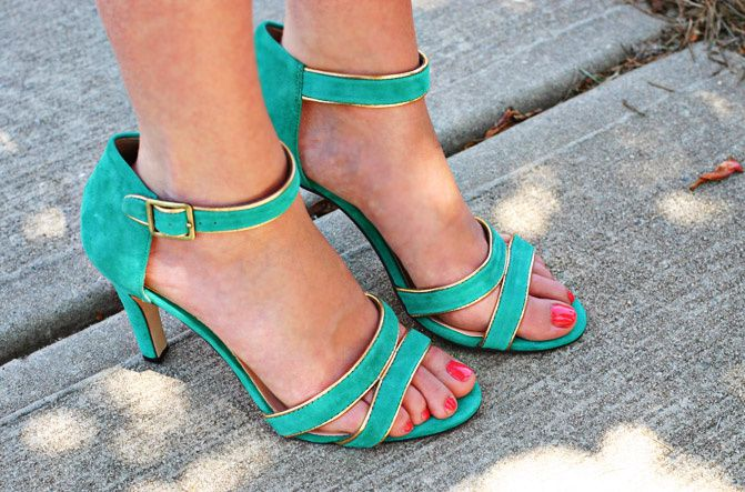 turquoise sandals, shoes, carrie bradshaw, sole society