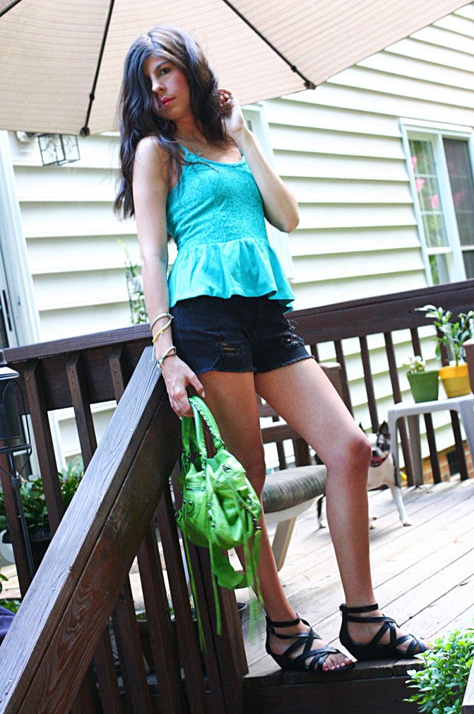 "<center>Wearing all <b><a href=""http://www.aeropostale.com/category/index.jsp?categoryId=3534623"">Aeropostale</a></b> and <b><a href=""http://rstyle.me/n/bi8bvpyd"">Balenciaga</b></a> Twiggy Bag</center>"