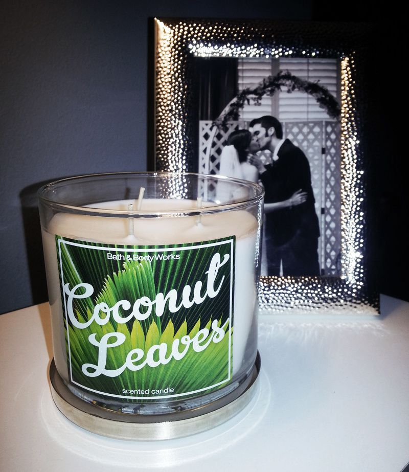 BATH & BODY WORKS COCONUT LEAVES CANDLE