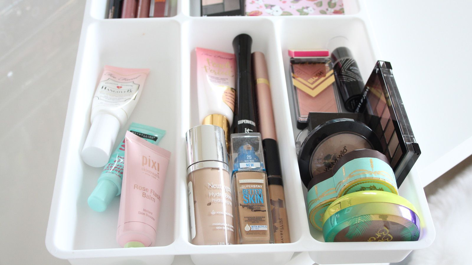 INSIDE My EVERYDAY Makeup Drawer! 2018