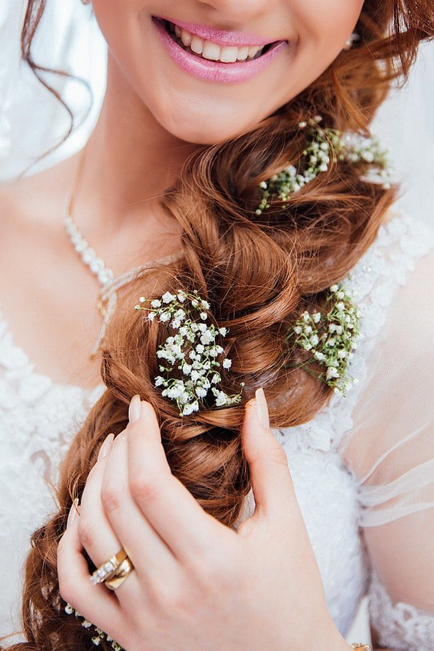 Here Are Stunning and Sparkling Hair Accessories for Your Wedding