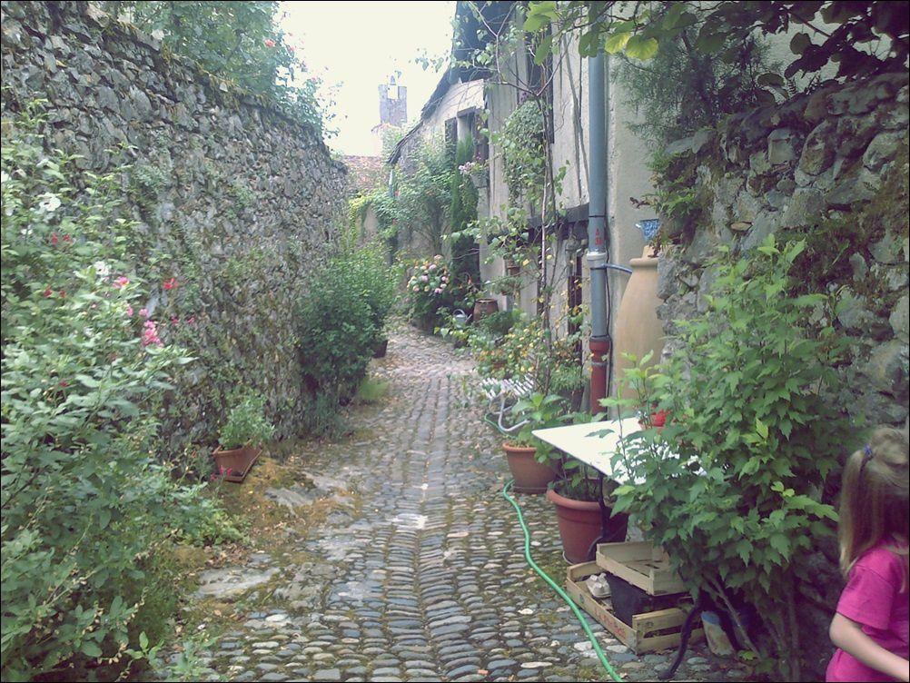 Etape 3 : Visite d'une ville médiévale.
