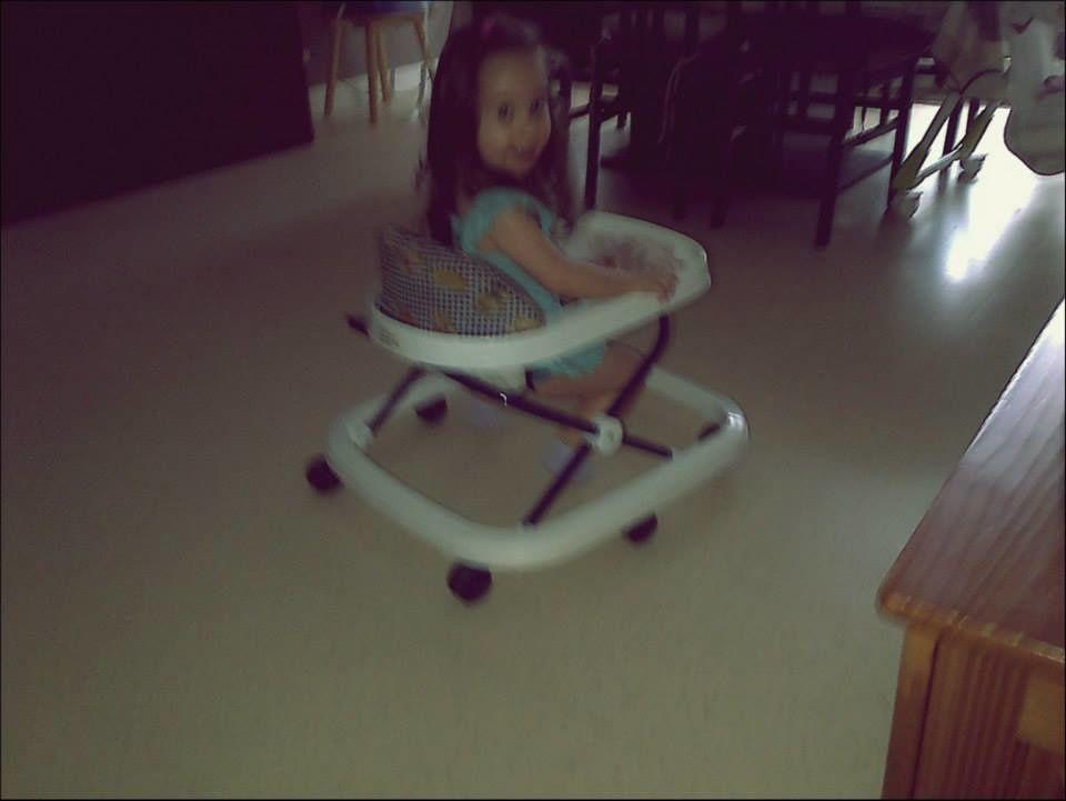 Mercredi : Ma fille a piqué le moyen de locomotion de sa petite sœur.
