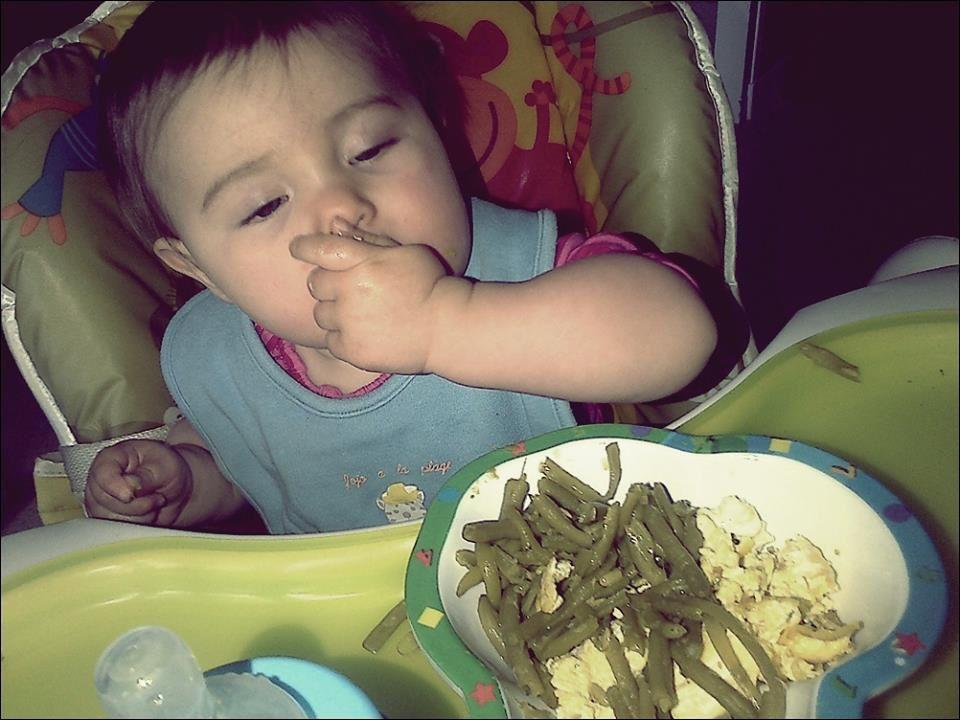 Vendredi : Bébé en pleine dégustation de ces légumes. Les morceaux, c'est bien meilleur !
