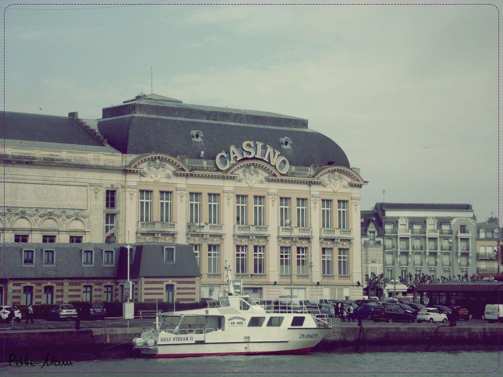 Week end en amoureux - Balade sur le port de Deauville.