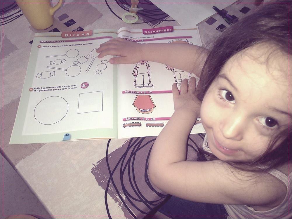 Son premier cahier d'activités.