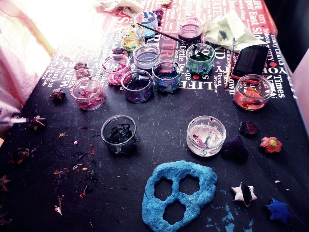Activités : Pâtes à modeler / Empreintes de mains / Peintures / Créations