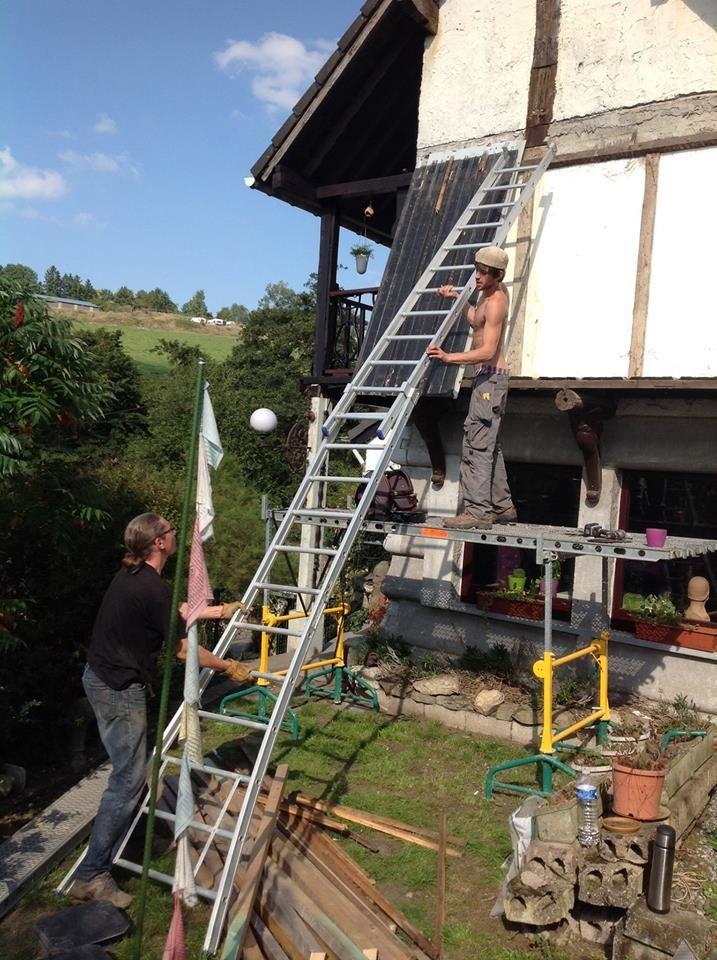 Réparation du toit avec Patrick, François et Pierre