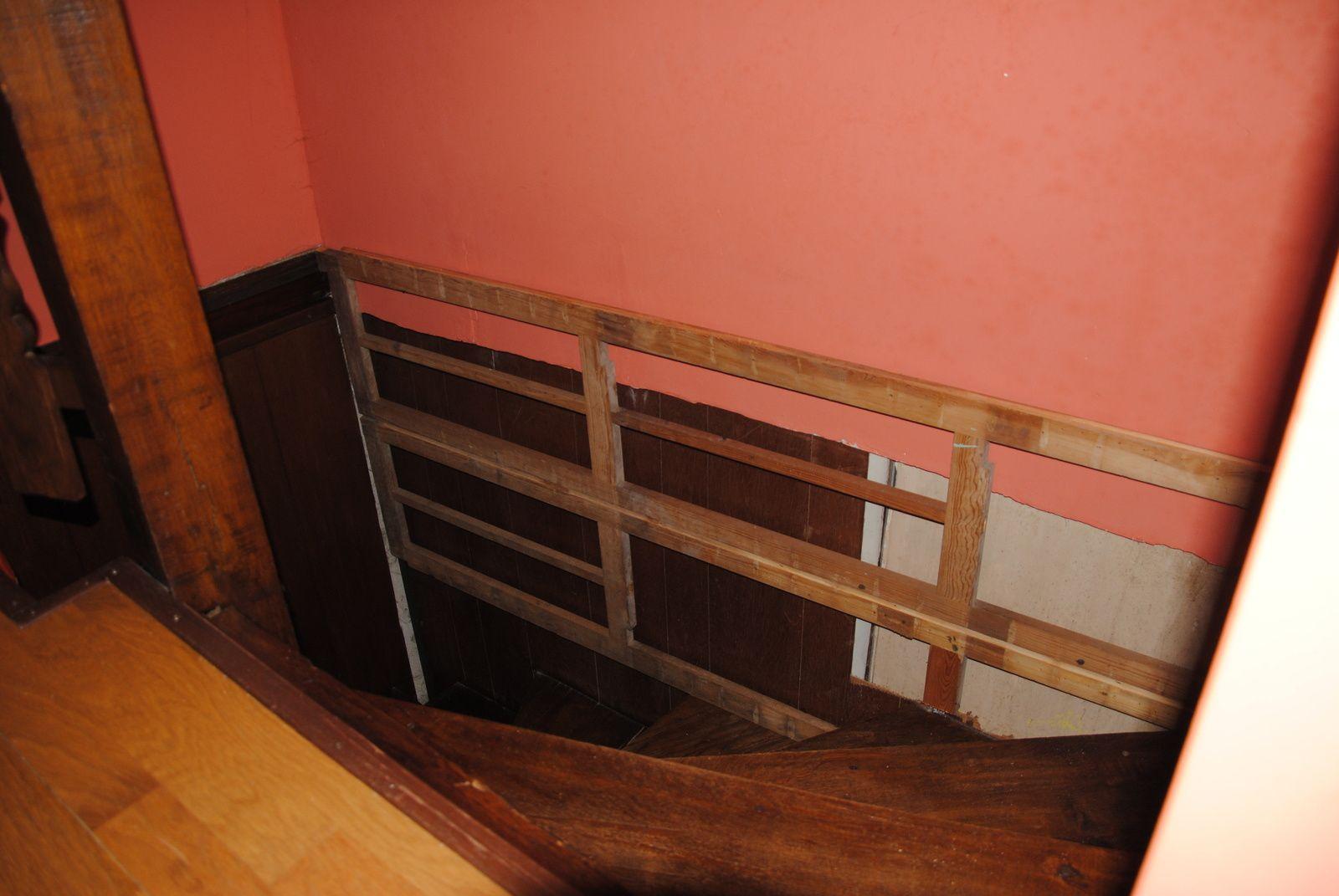 Restaurer l 39 habillage de la cage d 39 escalier l 39 oasis de - Habillage cage escalier ...