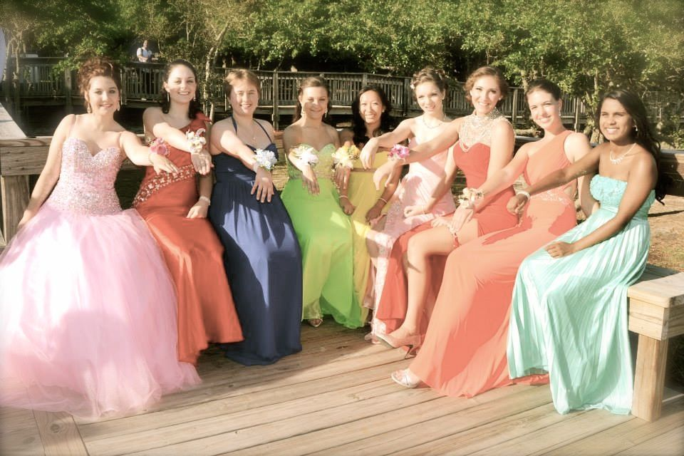 I'm in love with Bay High School prom pictures *_* :)