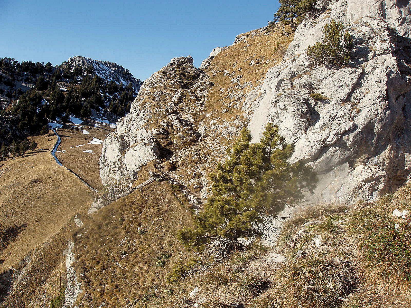 De la Roche de Lancrenaz, vue arrière