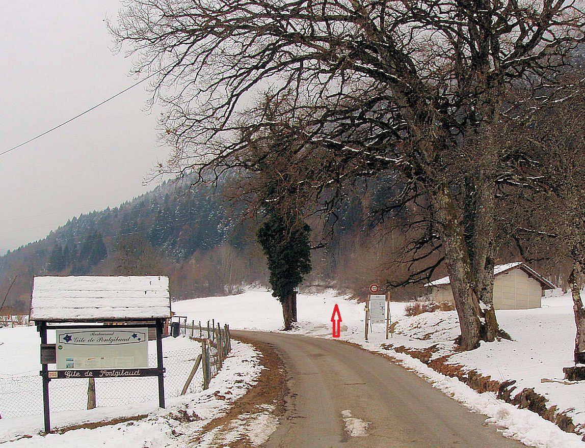 Début du sentier à hauteur du gite de Pontgibaud