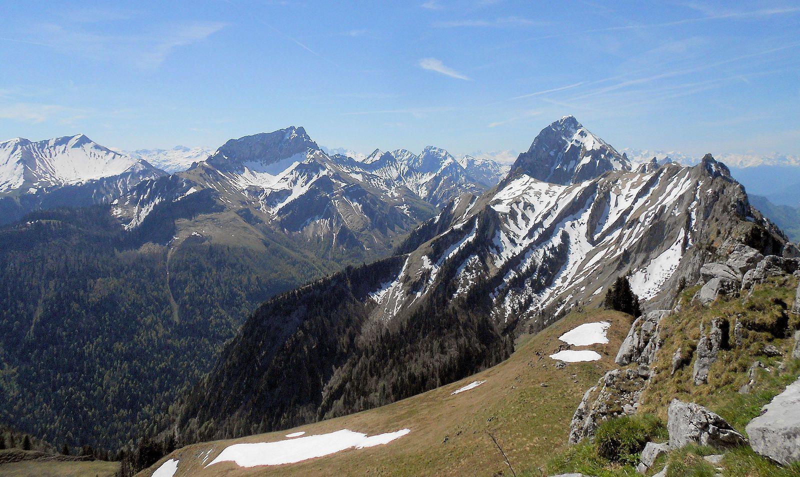Le Mont Trélod, l'arête nord de la pointe d'Arcalod (la préférée de Jean-Paul) et la  pointe de Chaurionde (de la droite vers la gauche !)