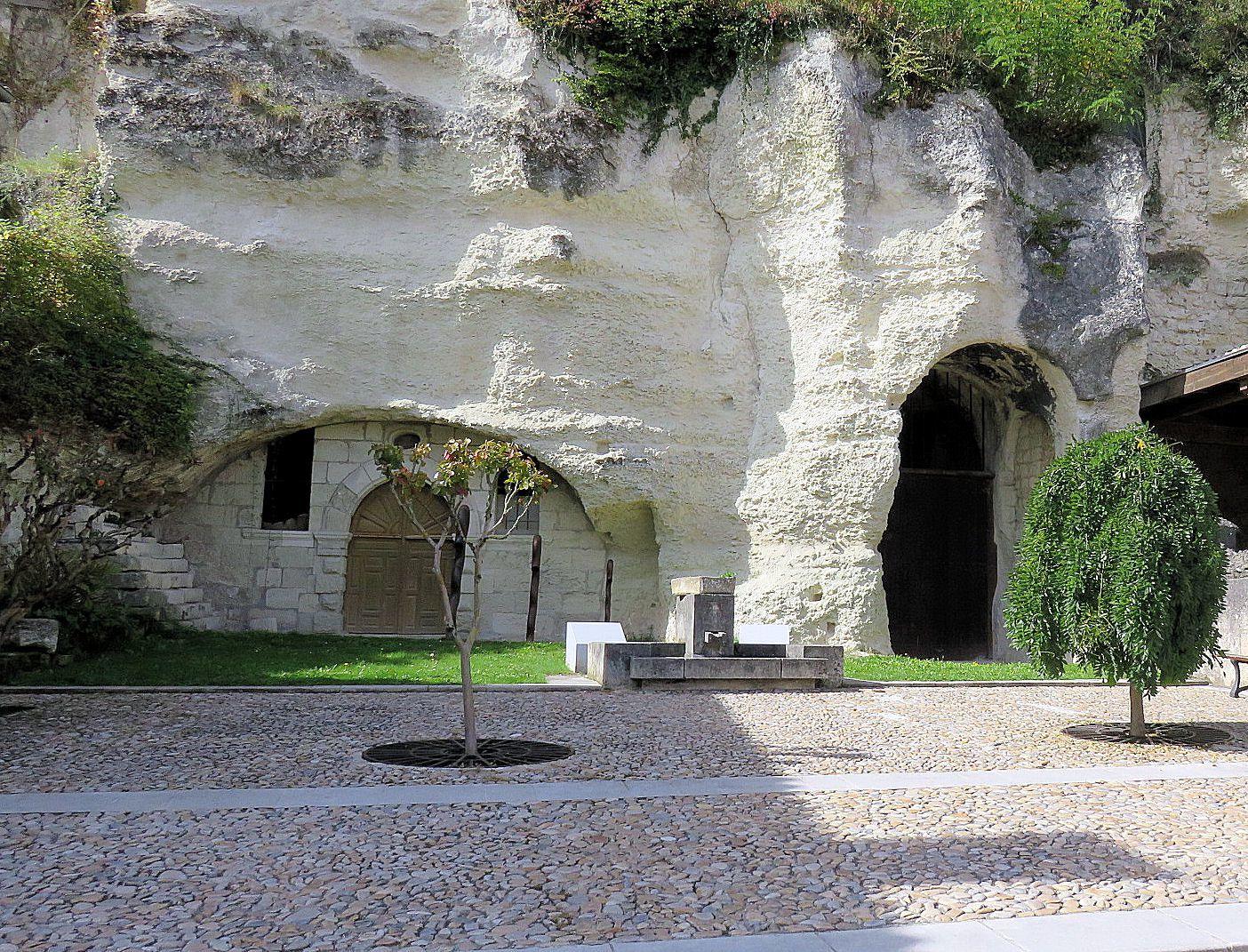 L'entrée de l'église souterraine