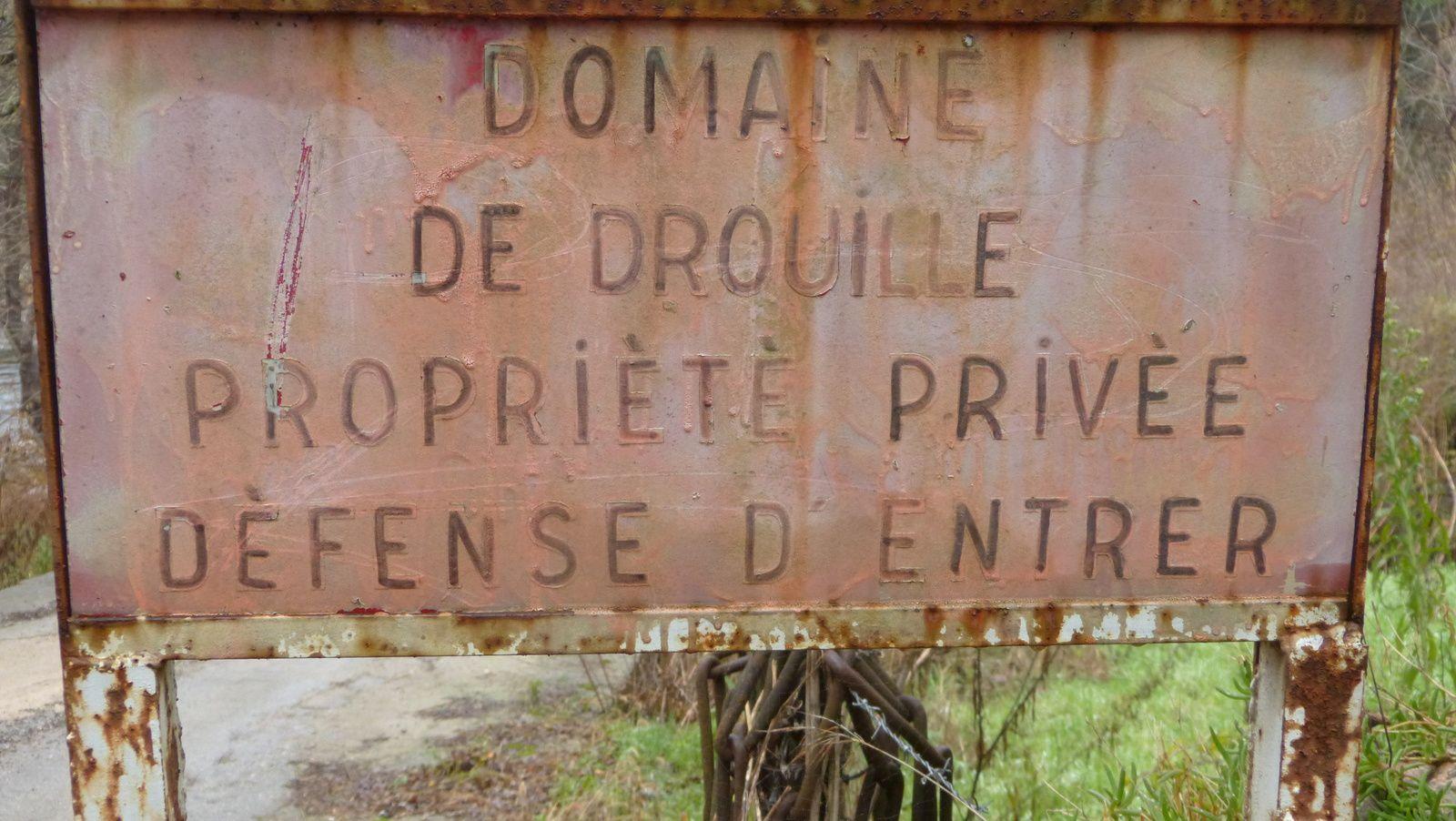 Le dynamiteur de l'Ayrette dilapide 1,5 million d'euros (dix millions de francs, un milliard de centimes) à construire deux passerelles sur l'Orb à hauteur de Vieussan