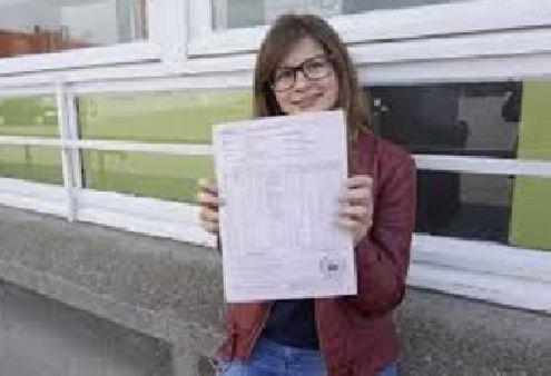 Une élève sérieuse, sérieusement récompensée : Claire DELARUE, d'Hazebrouck