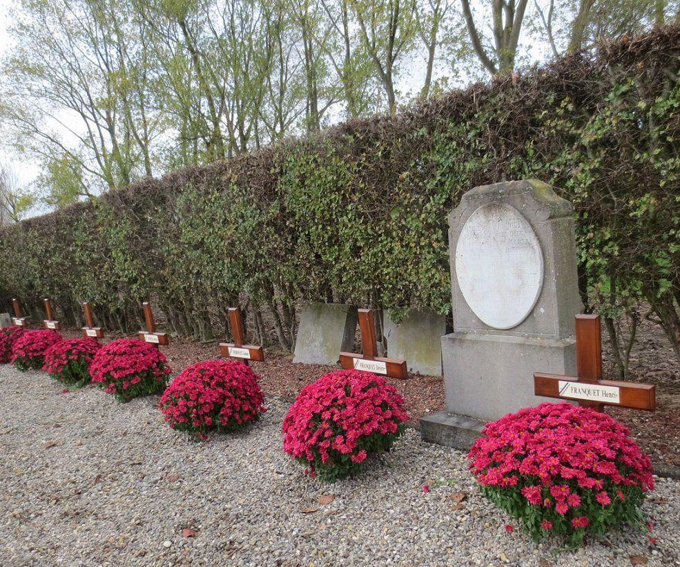 7 poilus d'Ennetières les Avelin reposent ici.