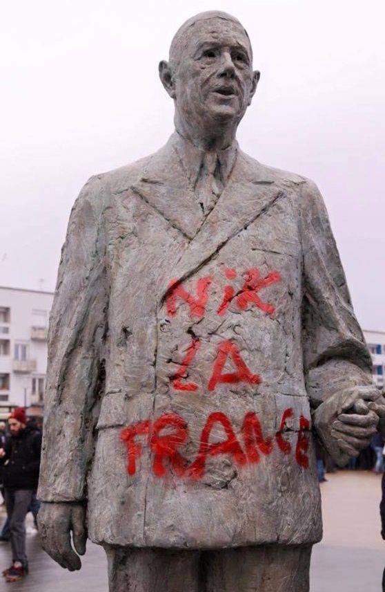 Statue taguée