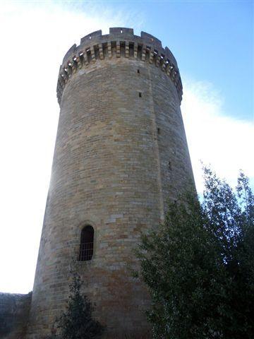 La tour ronde est la plus belle.