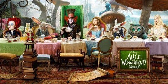 Alice et ses amis, à une table merveilleuse