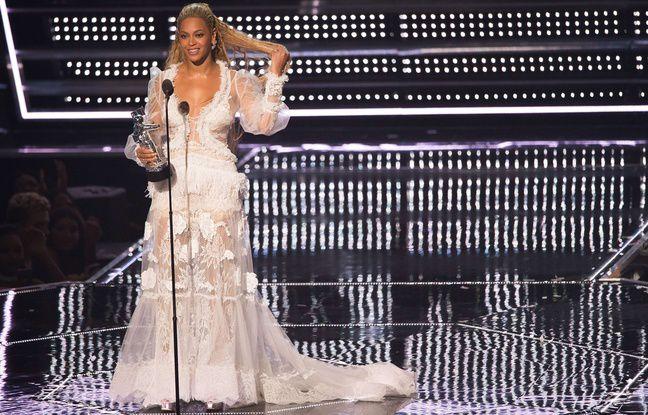 Lors de la remise de prix, Beyoncé portait une magnifique robe.