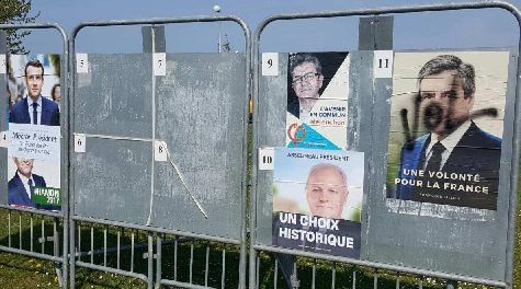 Tags sur panneaux électoraux