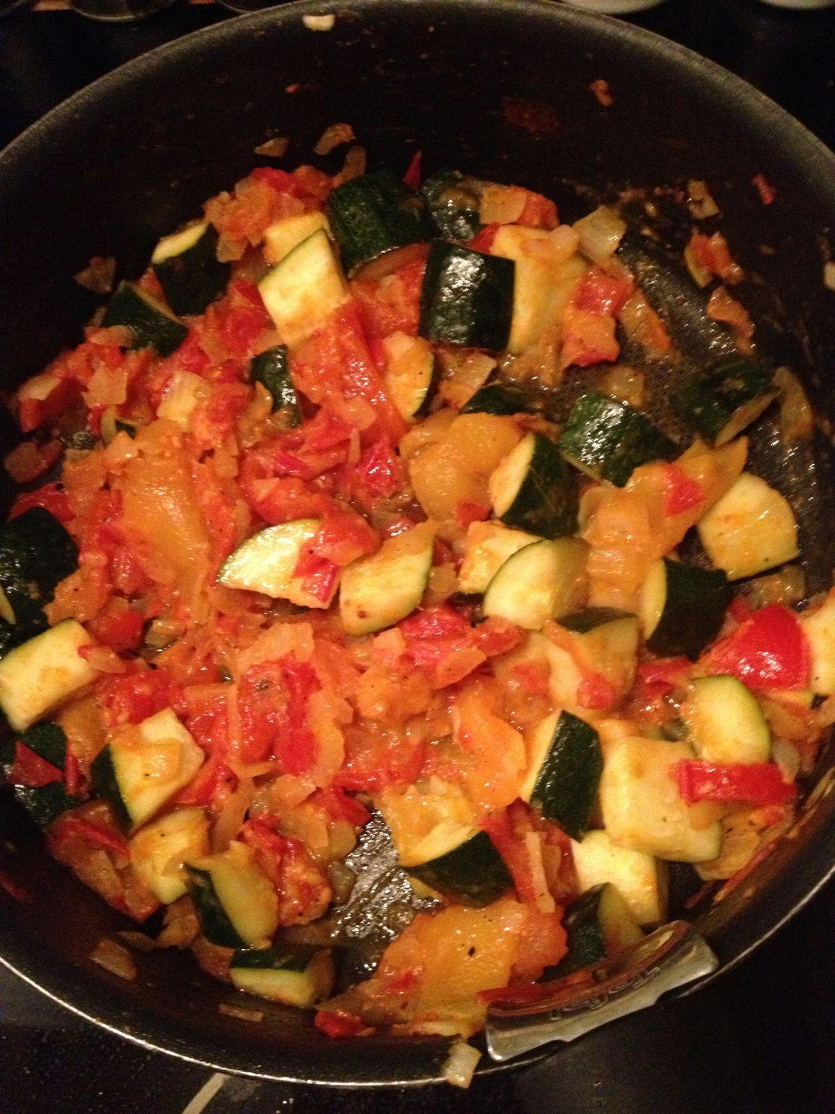 Filets de rougets en feuille de brick tomates olives et sa poêlée de légumes