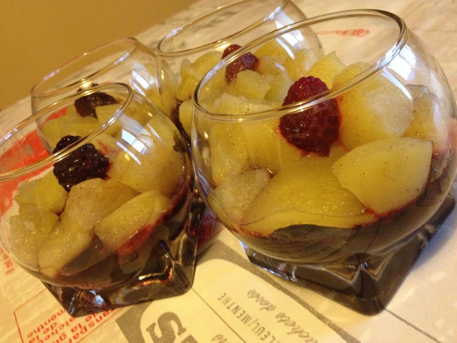 Verrines fruits rouges pommes à la vanille