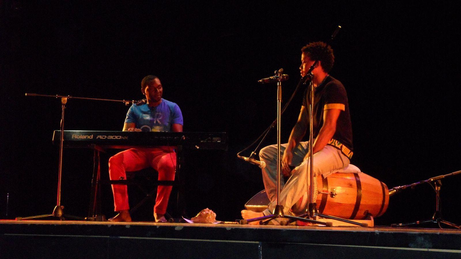 Après le spectacle , Hervé Celcal a offert un petit concert tiré de son dernier album
