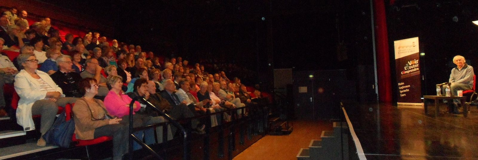 Un public nombreux pour écouter M. Pinçon-Charlot et M. Charlot