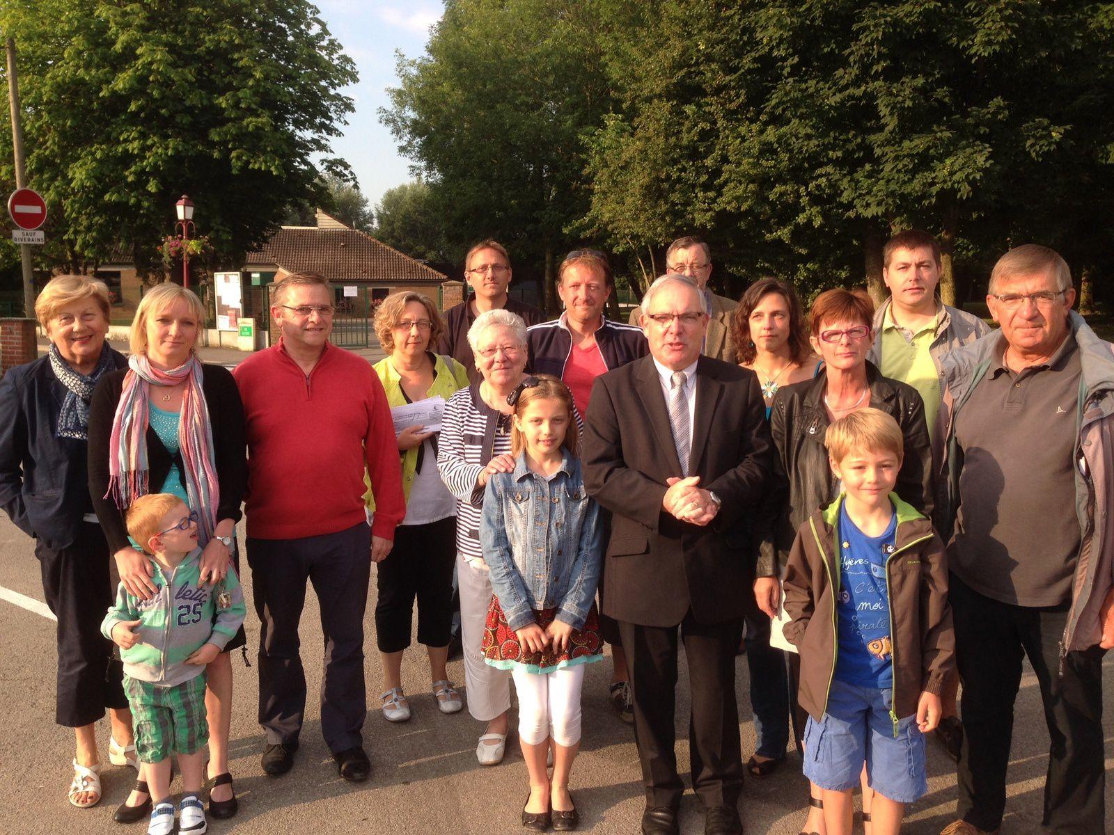 Mardi 24 juin, de 7h45 à 8h00 : nouveau soutien aux parents et élus de Bierne pour l'ouverture d'une classe en septembre.
