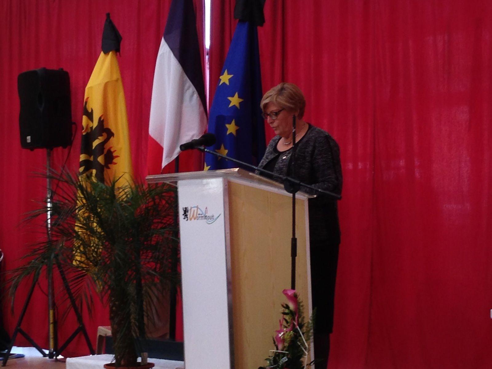 Dimanche 11 janvier, 10h30 à Wormhout, passage amical lors du début de la cérémonie. Ci-dessus, Madame Maryse Leprovost, première adjointe de la ville mais également VP à la CCHF en charge de la Culture et du Tourisme.