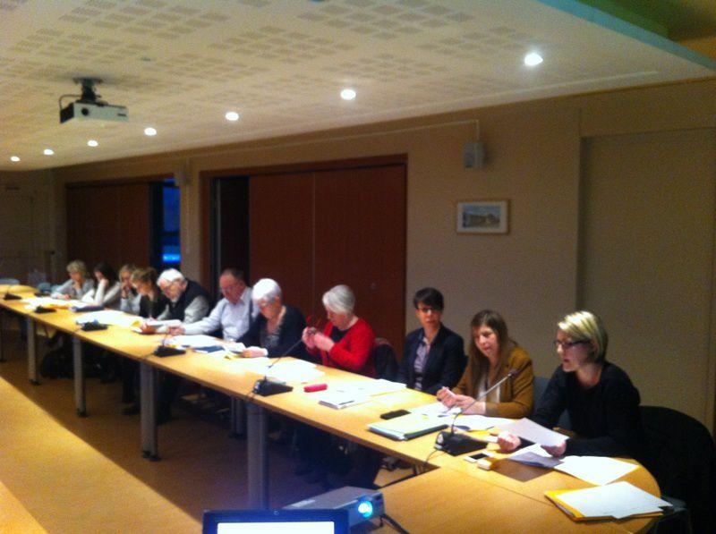 De droite à gauche : Mmes Aline Demory-coordinatrice CLIC des Moulins de Flandre, Rosald Dermy-directrice des services de l'APAPAD, Céline Asseman-infirmière coordinatrice, Marie-Josèphe Plancke-administratrice.