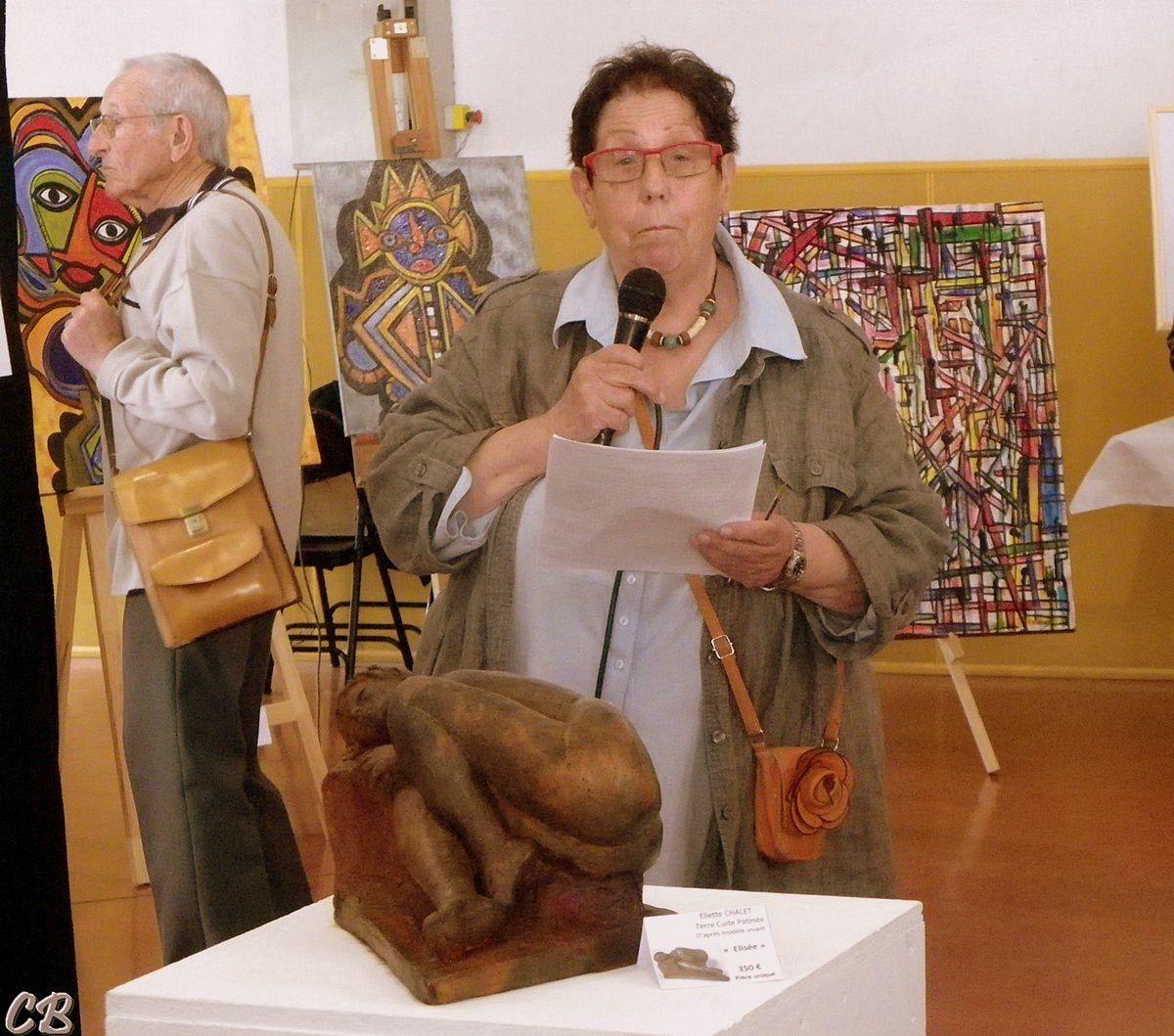 """La présidente de l'association les ARTT Lucienne KAMINSKI  ouvre """"le vernissage"""" par quelques mots. Celui-ci a eu un franc succès."""