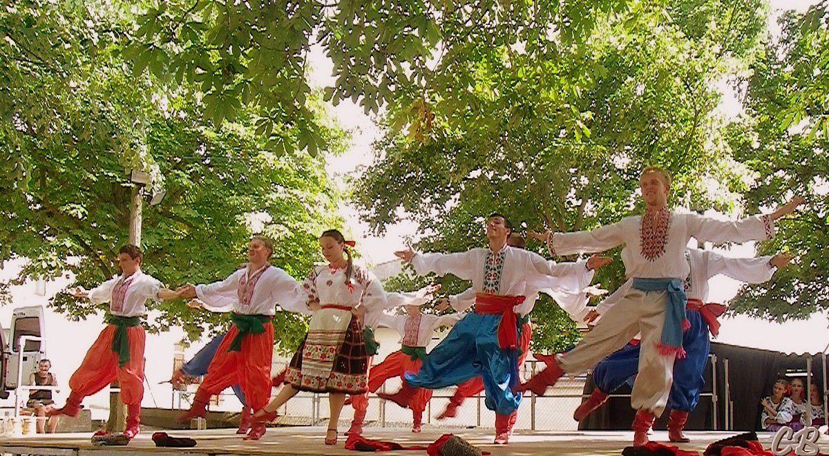 """Les danses ukrainiennes au Villasavary (aude) Les """"Ynist Podillya"""""""