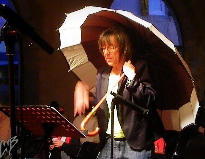 """""""Toute la pluie tombe sur moi"""" comme le chantait Sacha Distel."""