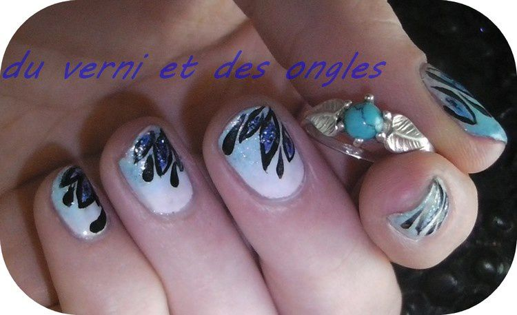 nail art fleurs sur ongles courts du vernis et des ongles. Black Bedroom Furniture Sets. Home Design Ideas