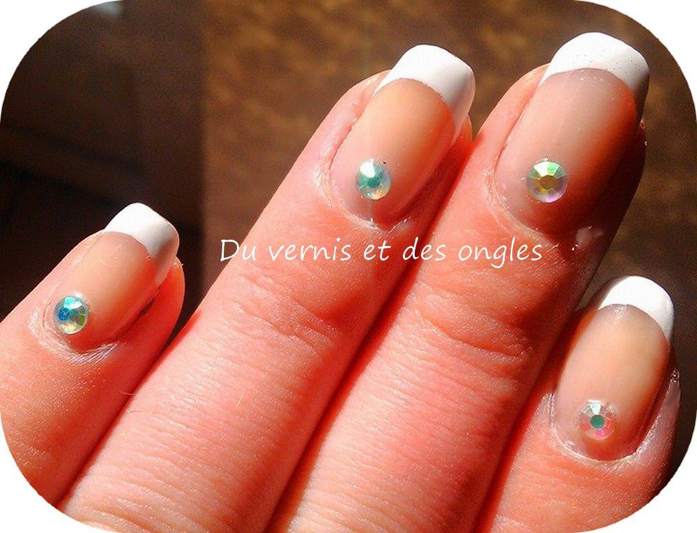 Nail art french manucure