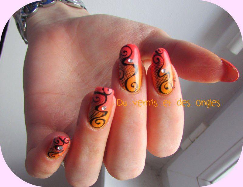Nail art vrilles, spirales et dentelle. Très Tartofraise