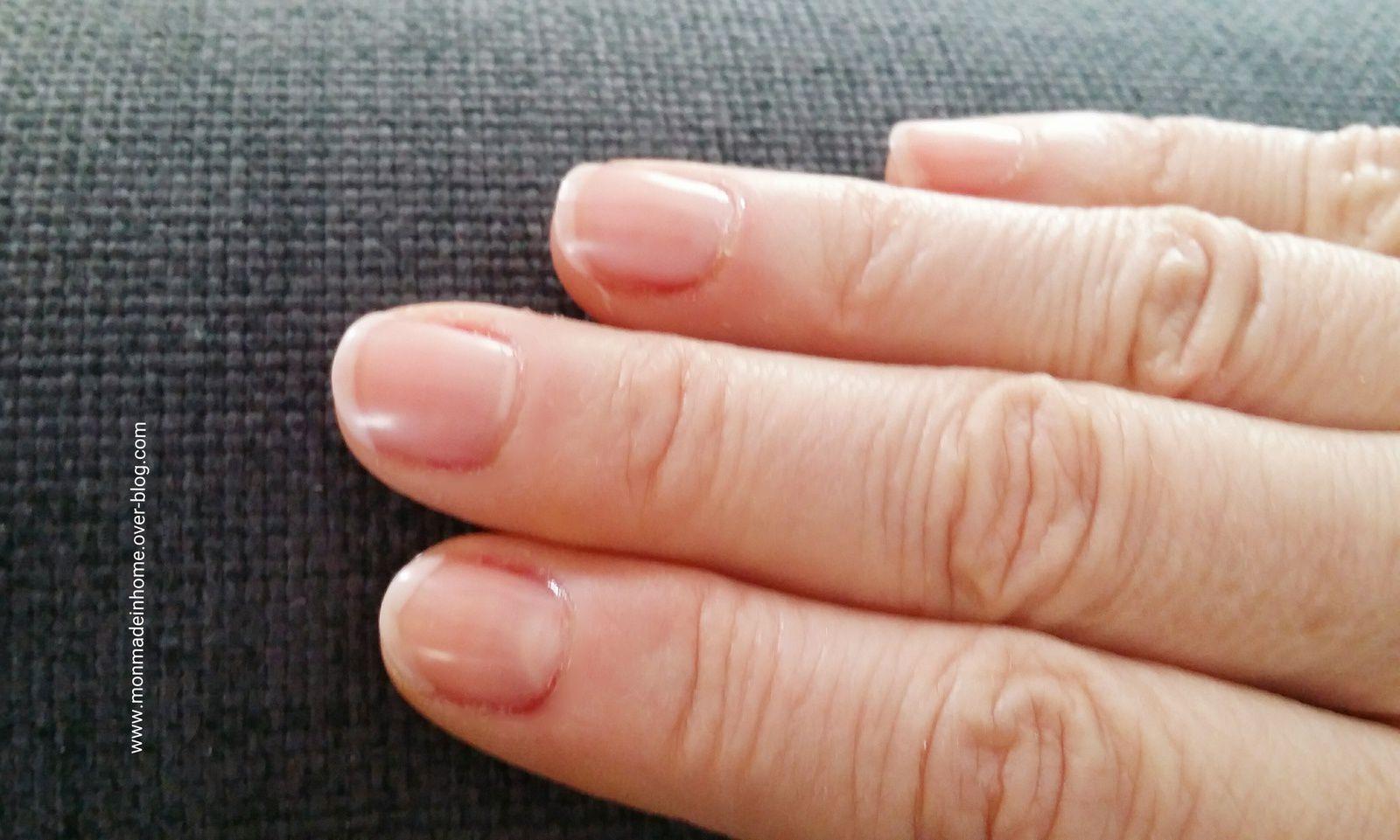 Naturel, n'est ce pas ?  Pourtant,  au naturel,  mes ongles ne rendent pas comme cela....