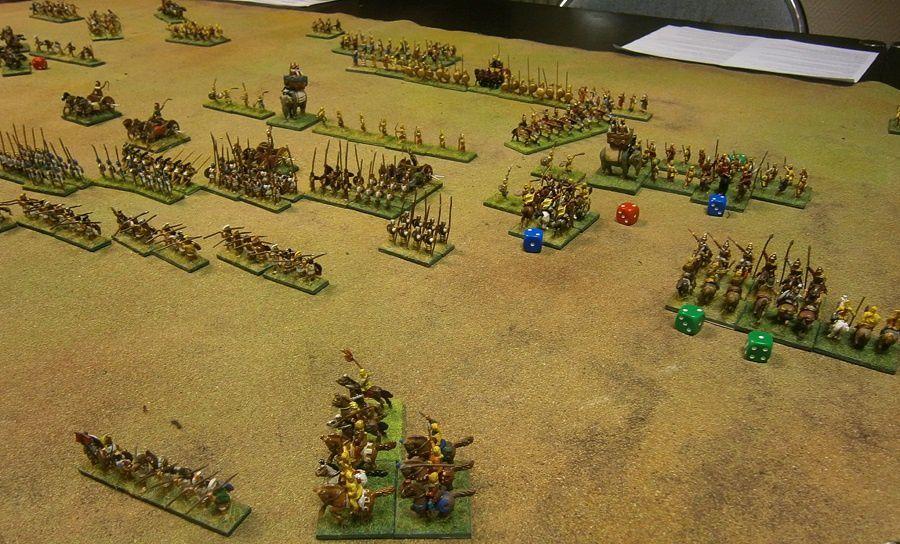 Mais l'aile gauche de Darius réussira à repousser la cavalerie d'Alexandre